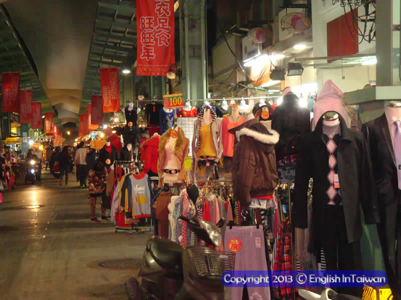 Nan Hua Night Market 南華夜市 clothes in markets - cheap and plentiful