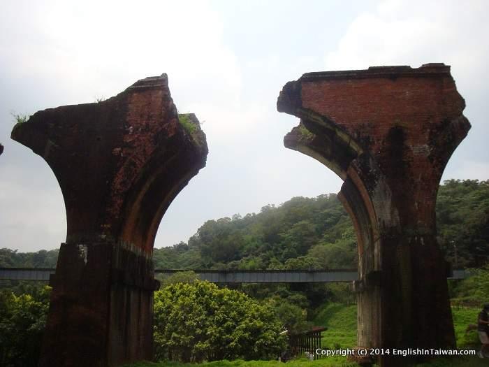 Sanyi Long Sheng Broken Bridge