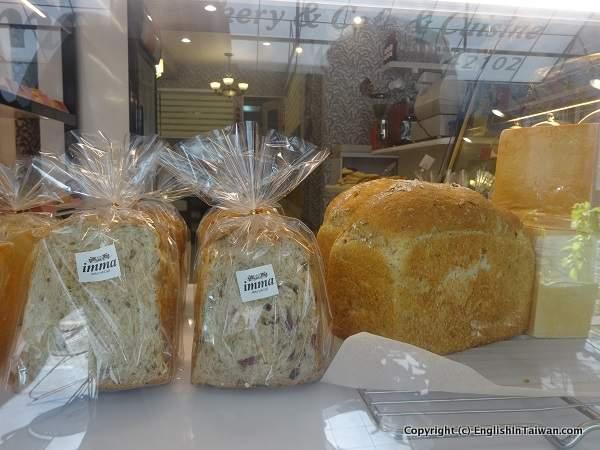 middle easy bakery hummus babka in Tainan